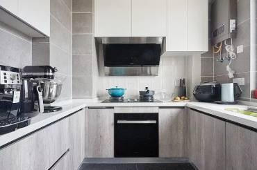 旧房翻新:柜体收边、家具电器进场 看见崭新纯白光感生活!